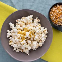 Perfect Stovetop Popcorn {VIDEO}