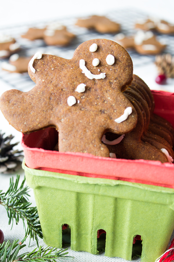 Vegan Gingerbread Cookies | www.sweetpotatosoul.com