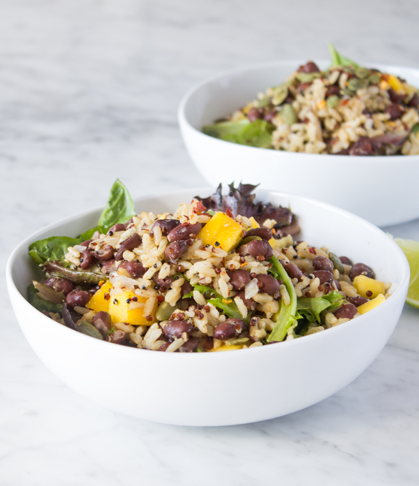 Mango Black Bean Quinoa Salad Easy Vegan Recipes | www.sweetpotatosoul.com