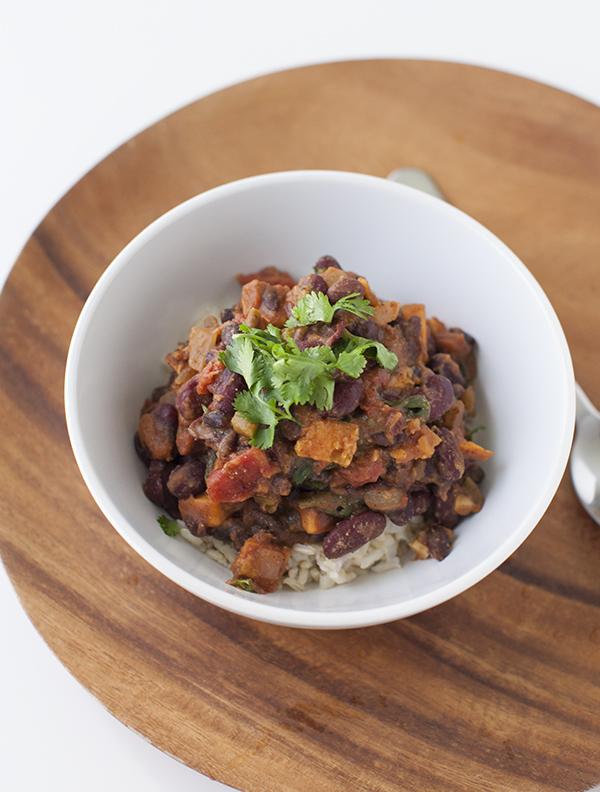 Sweet Potato Chili Cheap Vegan | www.sweetpotatosoul.com