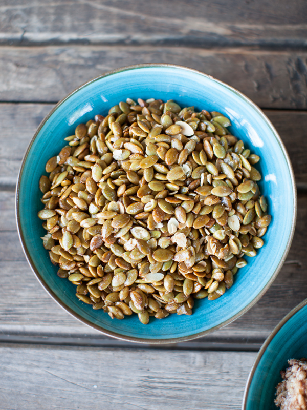 Vegan Travel Snacks Spicy Roasted Pumpkin Seeds | www.sweetpotatosoul.com