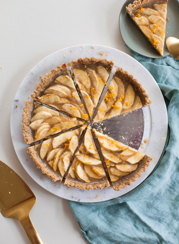 Vegan Apple Tart with Walnut Crust | @sweetpotatosoul