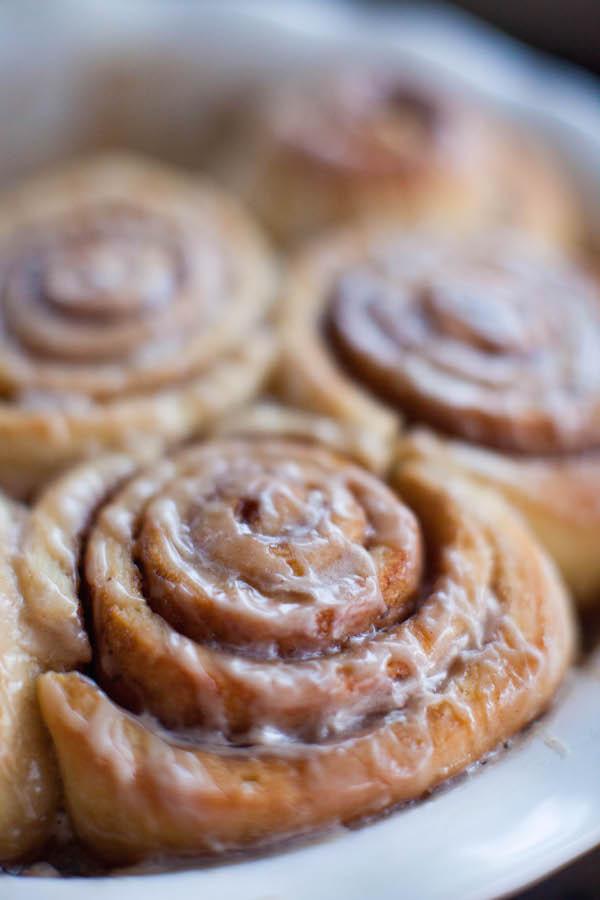 Gingerbread Cinnamon Rolls | @sweetpotatosoul