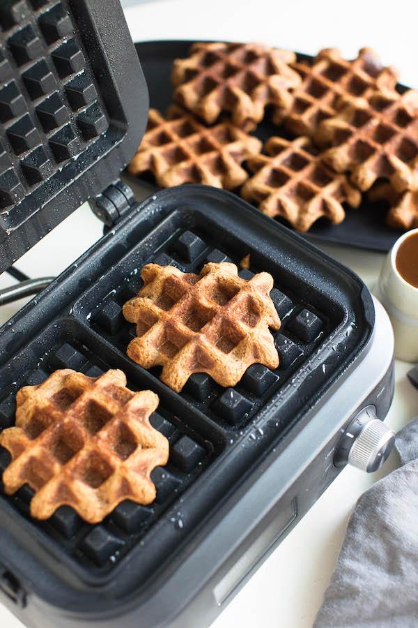 Vegan Pumpkin Waffles | @sweetpotatosoul