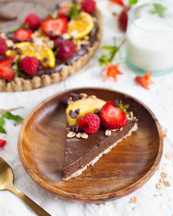 Oat Chocolate Mousse Tart | @sweetpotatosoul